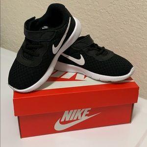 LIKE NEW Nike Shoes